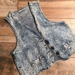 Acid washed vest